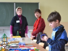 Interessierte Grundschüler zu Besuch
